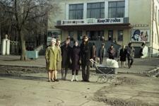 Из семейного архива Анатолия Хавкина, Москва. На заднем плане - кинотеатр Спутник. Весная 1969 г.