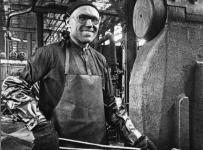 Е.В.Куратов - кузнец. Его производительность труда во время войны была самой высокой на ГАЗе