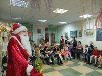 Дед Мороз расколдовывает Василису Премудрую